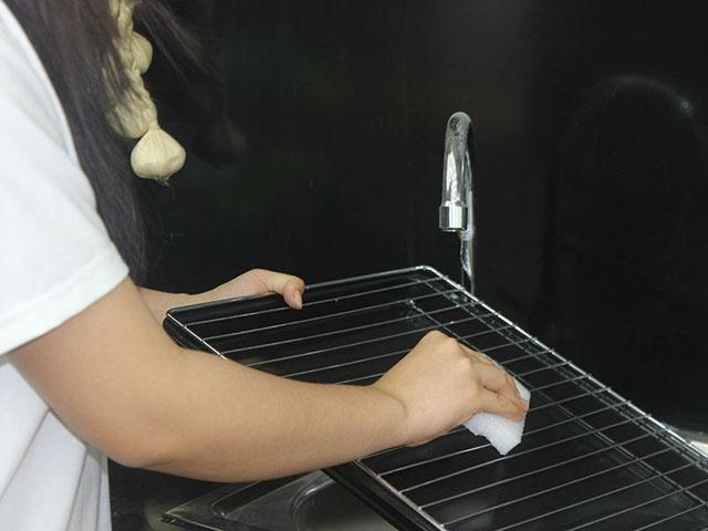 kinh nghiệm vệ sinh lò nướng điện