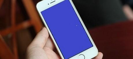 Loi man hinh xanh iPhone 6