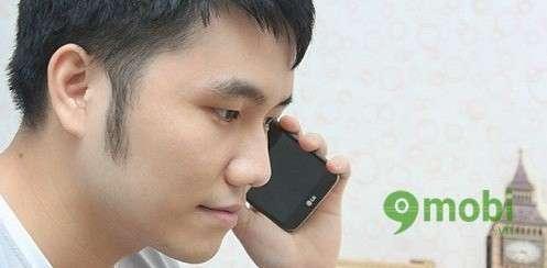 Tại sao khi nhận cuộc gọi thì màn hình smartphone lại tắt ?